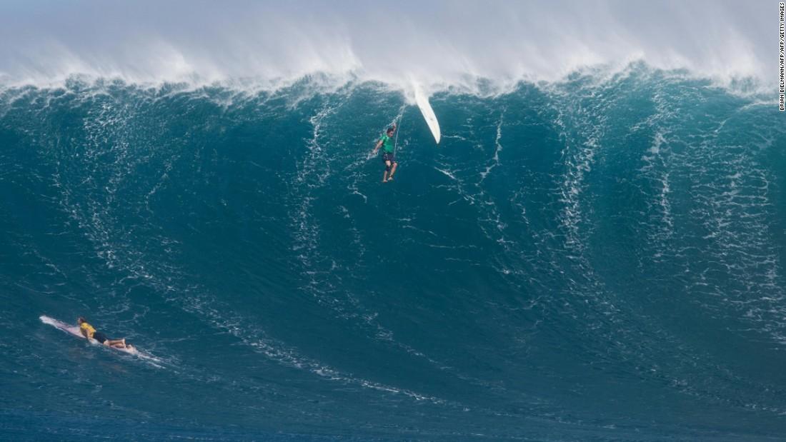 surf hawaii - big wave surfing photo